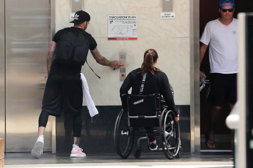 Gentleman alert: David Beckham rushes to help woman in wheelchair get in elevator (photos)