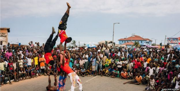 The annual Chale Wote Street Art Festival is taking place in Accra's historic James Town district - with the Nugbor Ye Djen Acrobatic Group proving a big hit with the younger generation.