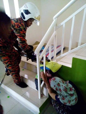 Poor child! One-year-old boy gets his head stuck in stair handrail