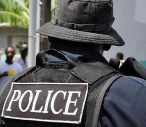 Cop interdicted for bailing 'cocaine dealer'