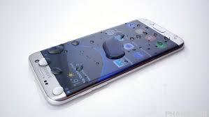 Samsung Climbs to Record, Defying Sluggish Smartphone Market