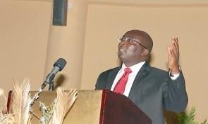 "Mahama is ""hoodwinking"" Ghanaians with achievements – Bawumia"