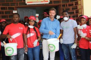 Photos: Inesfly Africa paints Ridge Hospital