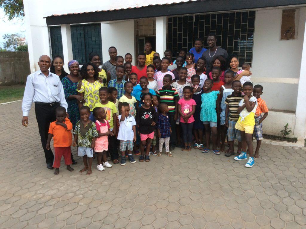 The children happy to meet Medeama goalie Tagoe