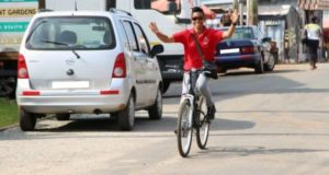 Zanetor Rawlings goes campaigning on bike [Photos]