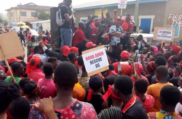 Chiefs lead demo in Akyem Tafo over proposed capital of Abuakwa North Assembly
