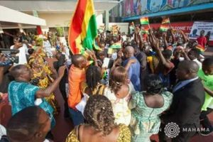 PHOTOS: Massive Ghanaian crowd receive Mahama in Liberia