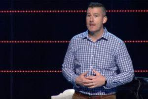 VIDEO: Pastor receives standing ovation after admitting to sexually abusing a minor