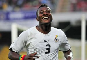 VIDEO: Asamoah Gyan turns emotional as avid fan gifts him $100