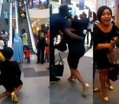 VIDEO: Lady breaks down in tears as her boyfriend rejects her marriage proposal
