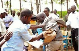 PHOTOS: Angry parents beat up headmaster over poor examination result