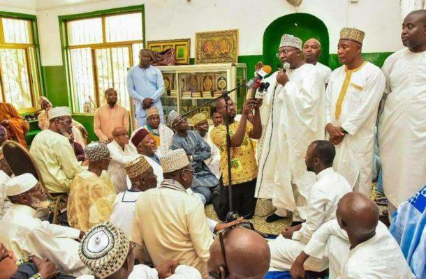 """[Photos] Bawumia Prays for """"good health at Abossey Okai Mosque"""