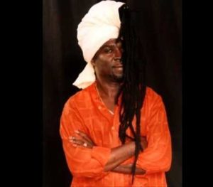 VIDEO: Kojo Antwi sings to pay tribute to Ebony