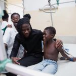 PHOTOS: Stonebwoy donates Ghc5,000 to Korle-Bu accident centre