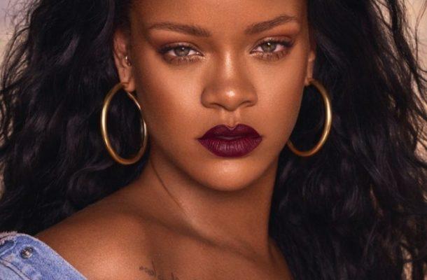 Rihanna becomes First Female artist to cross 2 Billion streams on Apple Music