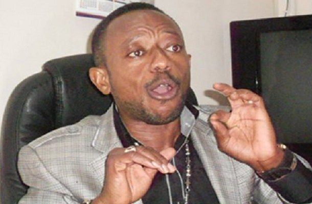 VIDEO: Owusu Bempah vandalizes microphone, laptop at Hot 93.9FM
