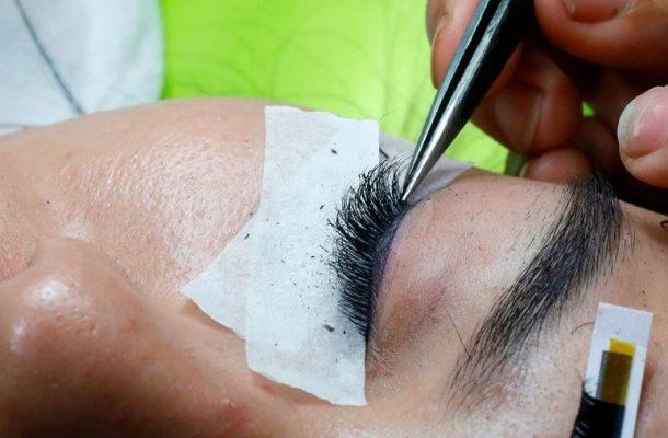 Eye surgeon warns of hidden dangers of having eyelash extensions