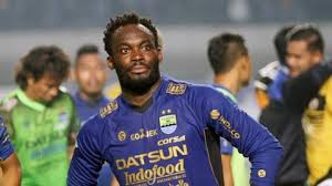 Chelsea hero Essien makes 'come and buy me' plea to Singapore clubs
