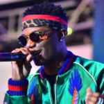 Ghanaian woman goes wild for Wizkid on stage at Ghana Meets Naija
