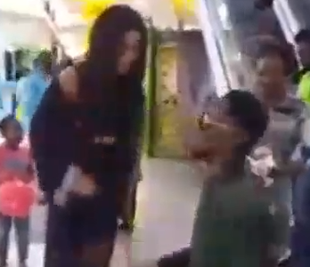 VIDEO: Lady gave man hot slaps as he went down on his knees to propose