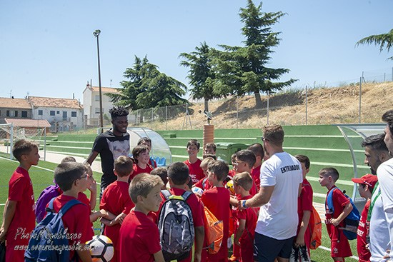 Ghana star Thomas Partey spends time with students of his football clinic in Las Navas