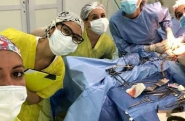 PHOTOS: Surgeons suspended for taking selfies during a surgery