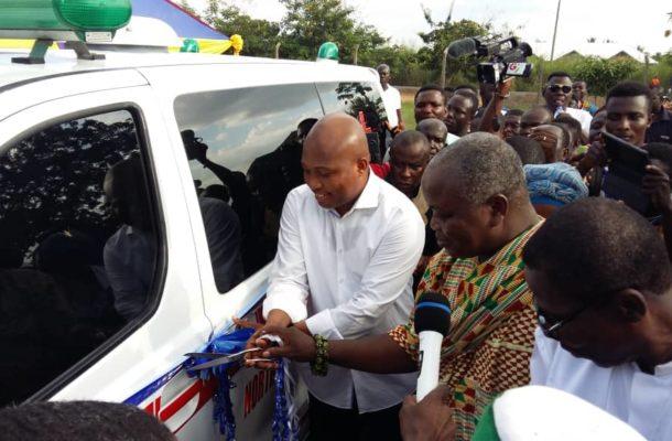 Okudzeto Ablakwa presents ambulance to constituents