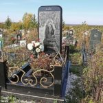 PHOTOS: 25 yr old lady gets 'dream' burial of 5-foot high tombstone in the shape of her favourite iPhone
