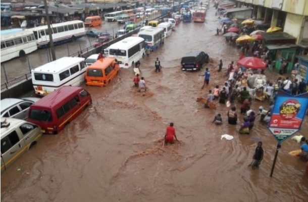 VIDEO: Floods cause gridlock on Accra-Tema motorway