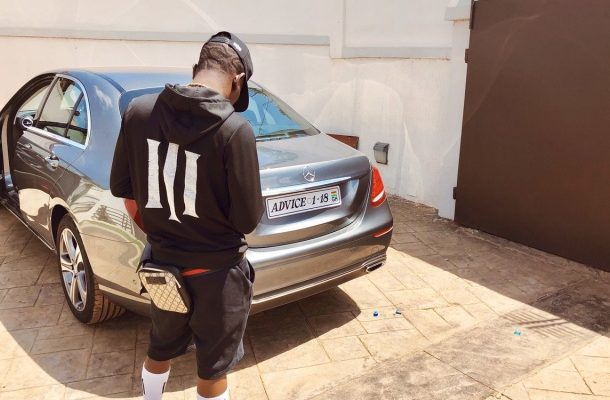 Shatta Wale takes a swipe at Sarkodie; registers brand new Mercedes-Benz 'Advice'