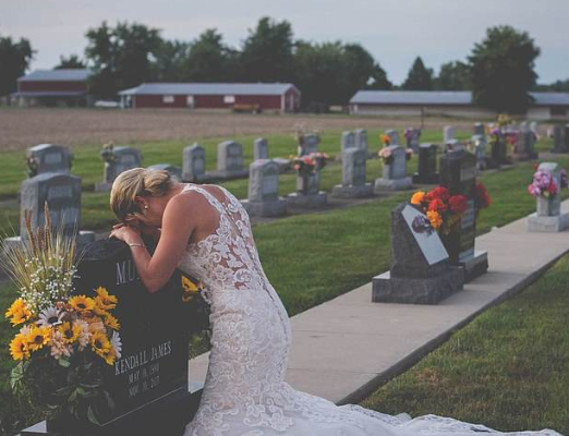 SAD PHOTOS: Grieving bride wears wedding dress to fiance's grave on their wedding date