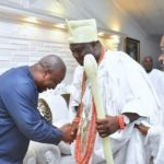 PHOTOS: Ex President Mahama bows to Nigerian Chief, Ooni of Ife on his courtesy visit