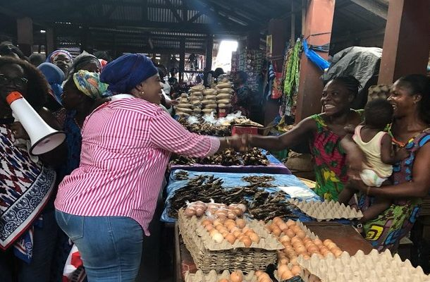 PHOTOS: Kate Gyamfua storms B/A; interacts with market women