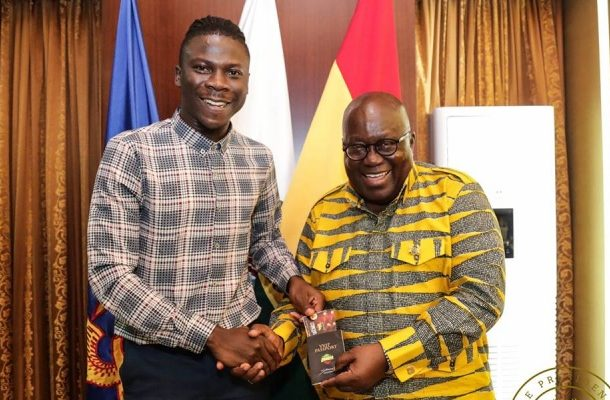 VIDEO: Stonebwoy storms Jubilee House; invites Akufo-Addo to BHIM concert, discusses entertainment industry