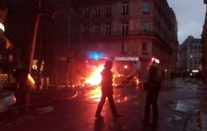 Cars Set on Fire Outside Parisien Newspaper HQ Amid Protests (PHOTOS, VIDEO)