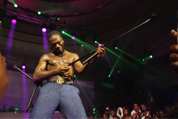 VIDEO: Burna Boy embarrasses fan at his concert; refunds his money and walks him out