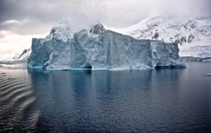 'Surprising' Signs of Ancient Life DISCOVERED in Antarctica Lake (VIDEO)