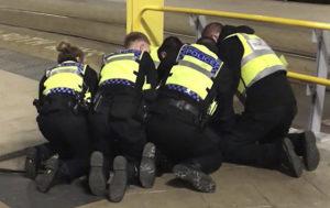 Suspected Victoria Station Knifeman Shouts 'Allahu Akbar' During Arrest (VIDEO)