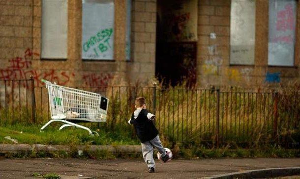 Children in UK school 'eating from bins', head teacher says