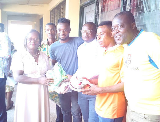 Ghanaian youngster Tijani Mohammed presents sports kits to former school