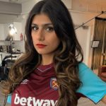 Ex-Porn Star Mia Khalifa Dodges Arsenal Scarf as Token of Love for West Ham