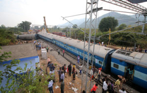At Least 6 Killed as Express Train Derails in Bihar, India - Reports (PHOTOS)