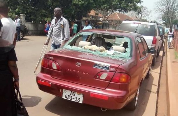 PHOTOS: Madman smashes windscreens of 3 parked cars at Adum