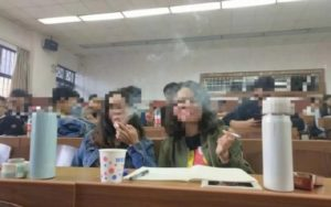 College course on tobacco allows students to smoke in class to understand course better