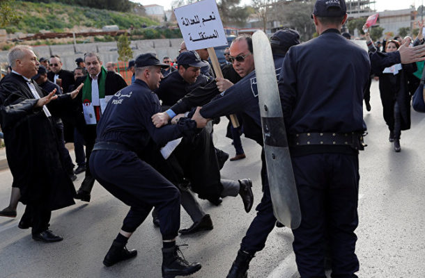 Fresh Protests Against Bouteflika Begin in Algiers - Reports