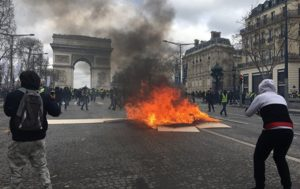 High-End Venues in Paris Looted, Set on Fire Amid Protests (PHOTO, VIDEO)