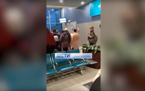Man Strips Naked, Tries to Board Flight at Busy Moscow Airport (VIDEOS)