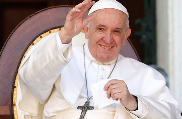 Thou Shalt Not Kiss: Pope Denies Worshipers Right to Smooch His Ring (VIDEO)
