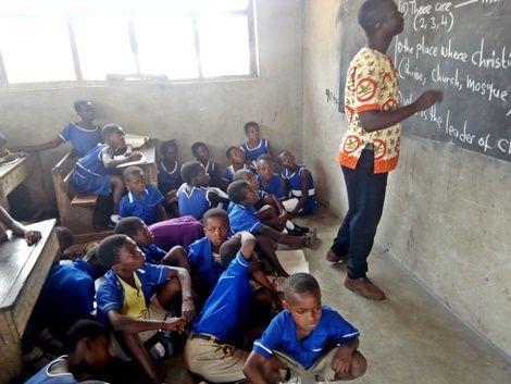 Students write on floor at Atebubu Fakwasi Presby School