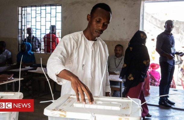 Comoros islanders elect new president
